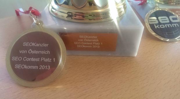 Pokale und Medaille für Platz 1 für den SEOKanzler SEO Contest